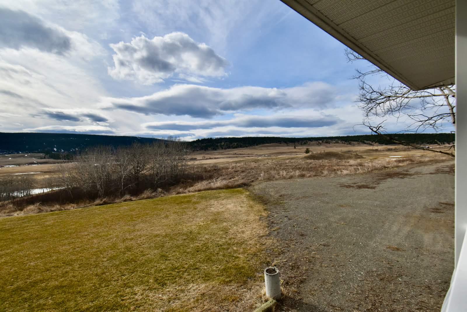 3260 Cariboo Highway 97- 150 Mile House, Cariboo, British Columbia    - Photo 2 - RP7793145103